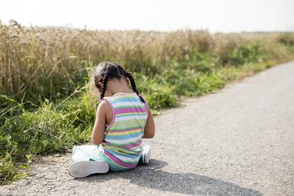 Kind alleine auf Weg
